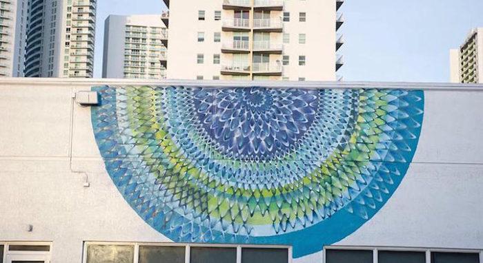 street-art-disegni-geometrici-murales-colorati-Hoxxoh-8