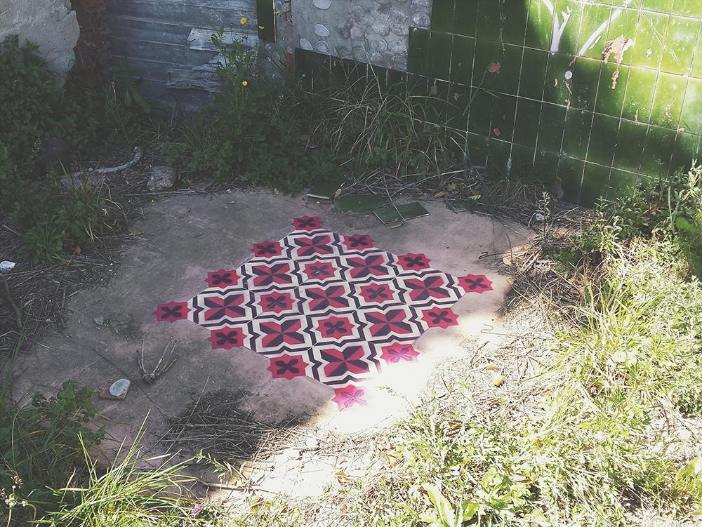 street-art-pavimenti-case-abbandonate-pittura-javier-deriba-07
