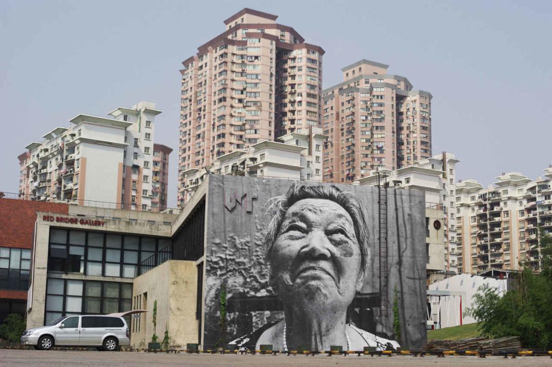 street-art-wrinkles-of-the-city-havana-los-angeles-shanghai-istanbul-jr-01