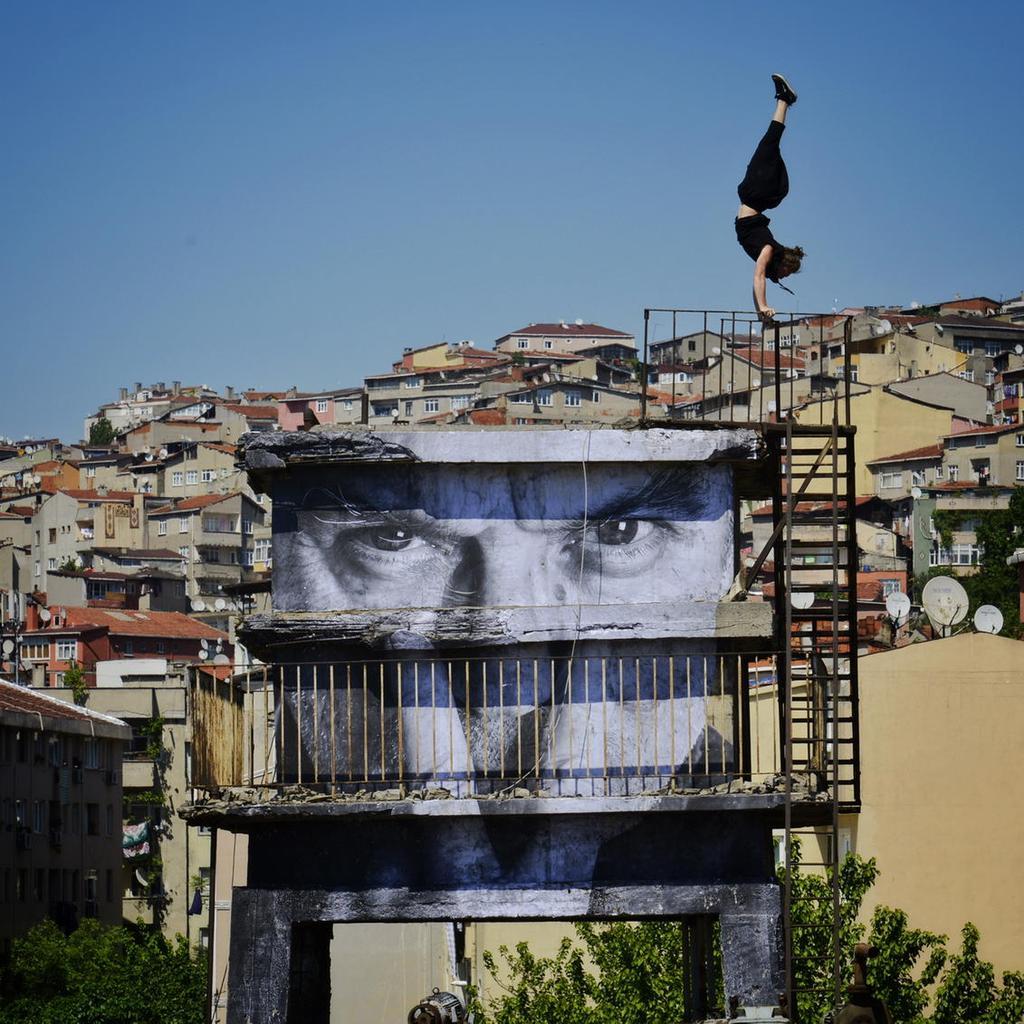 street-art-wrinkles-of-the-city-havana-los-angeles-shanghai-istanbul-jr-02