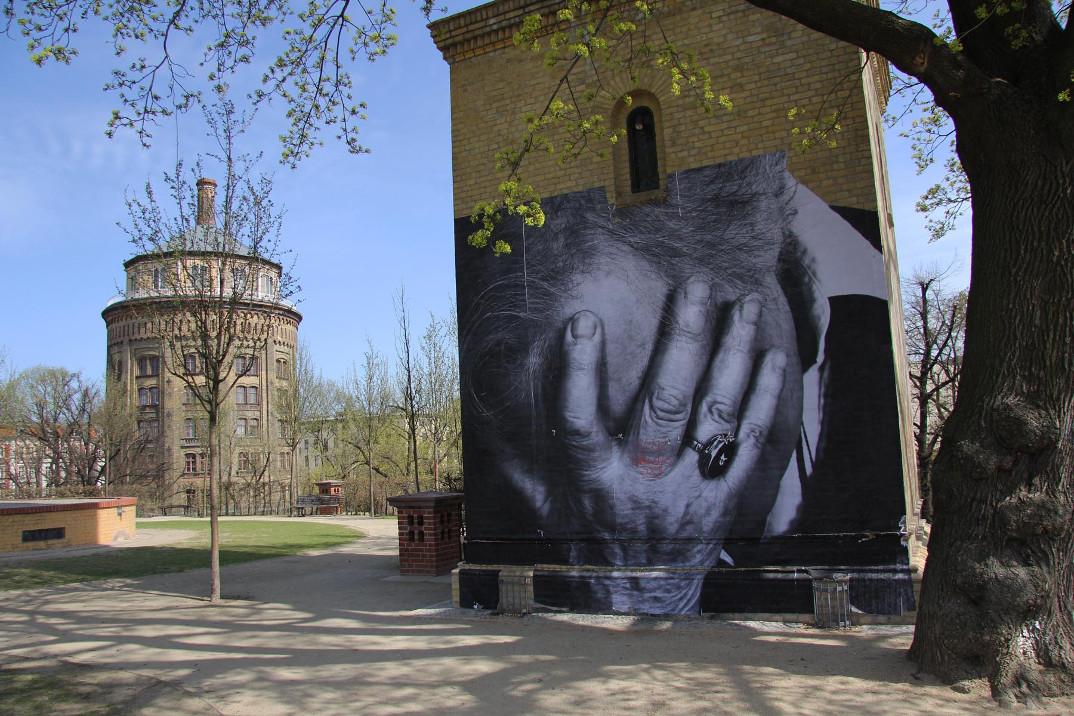 street-art-wrinkles-of-the-city-havana-los-angeles-shanghai-istanbul-jr-06