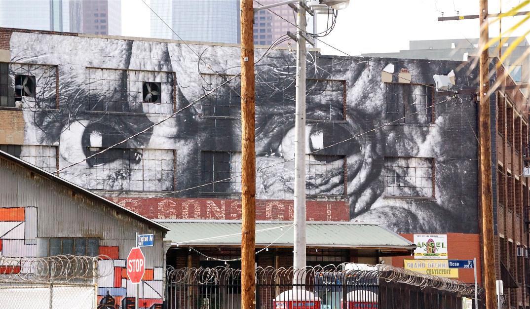 street-art-wrinkles-of-the-city-havana-los-angeles-shanghai-istanbul-jr-13