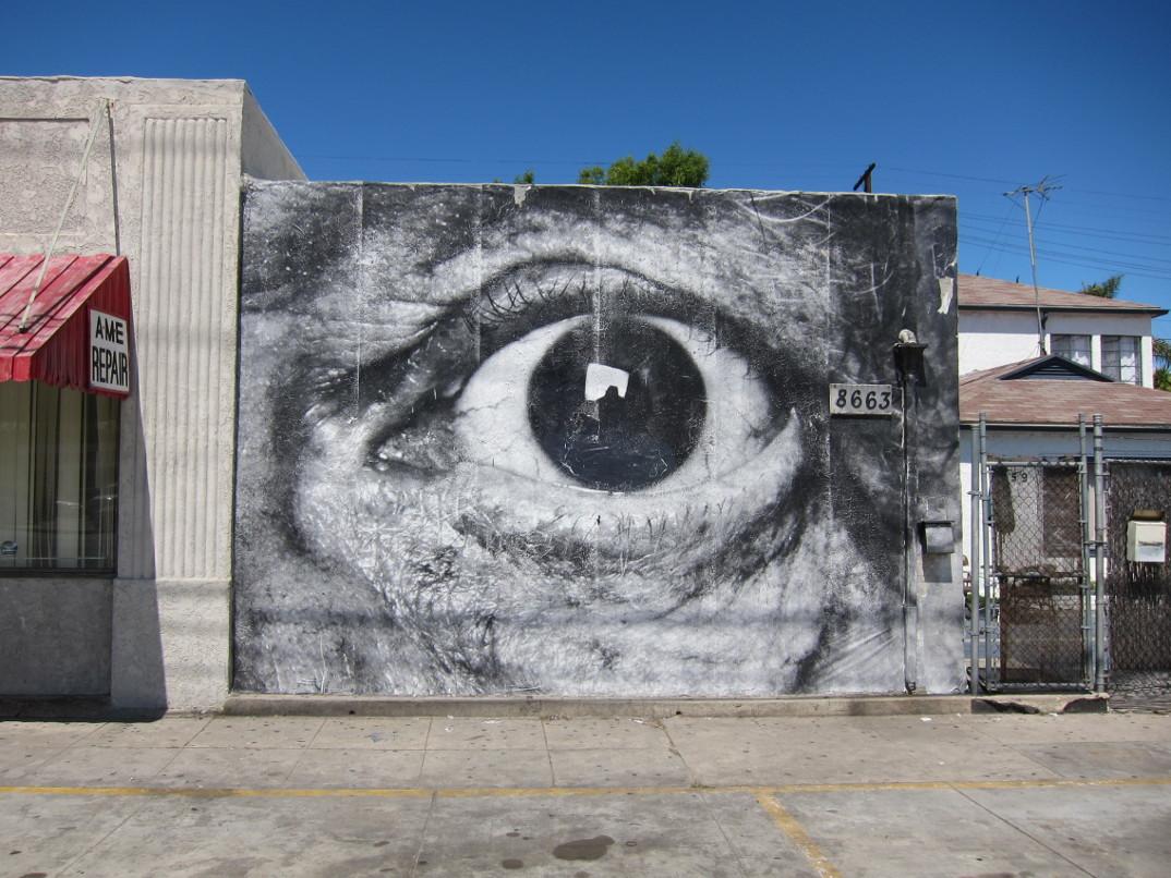 street-art-wrinkles-of-the-city-havana-los-angeles-shanghai-istanbul-jr-15