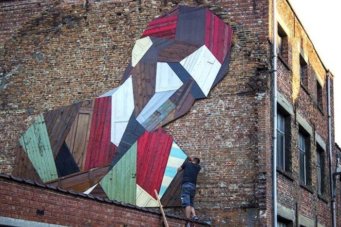 street-artist-utilizza-porte-legno-riciclato-murales-giganti-stefaan-de-crook-strook-1