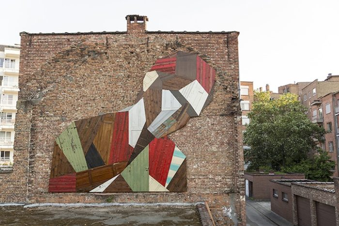 street-artist-utilizza-porte-legno-riciclato-murales-giganti-stefaan-de-crook-strook-2