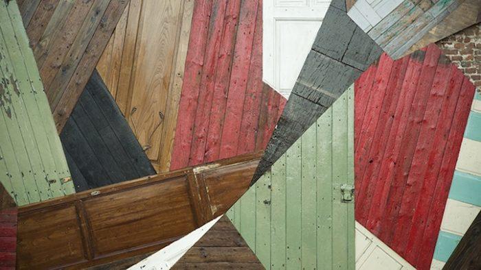 street-artist-utilizza-porte-legno-riciclato-murales-giganti-stefaan-de-crook-strook-3