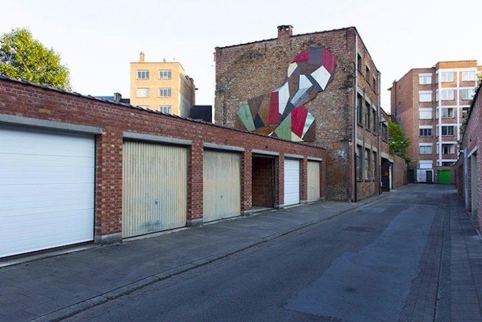 street-artist-utilizza-porte-legno-riciclato-murales-giganti-stefaan-de-crook-strook-5