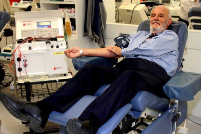 uomo-dal-braccio-oro-donatore-sangue-eroe-james-harrison-2