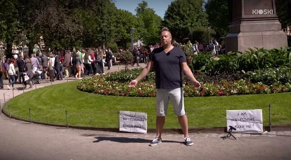 uomo-hiv-posito-esperimento-sociale-toccami-reazione-persone-video-05