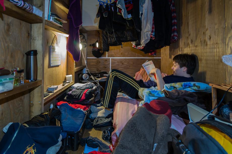 vivere-in-spazio-piccolo-camera-abitazione-casa-fotografia-won-kim-02