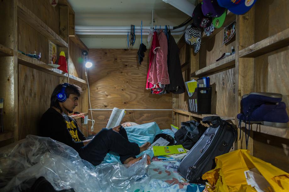 vivere-in-spazio-piccolo-camera-abitazione-casa-fotografia-won-kim-03