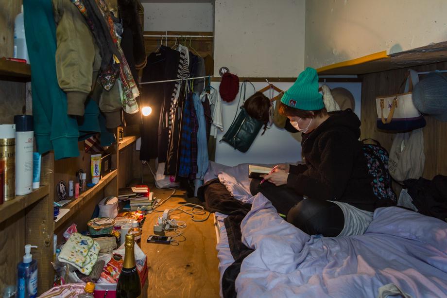 vivere-in-spazio-piccolo-camera-abitazione-casa-fotografia-won-kim-04