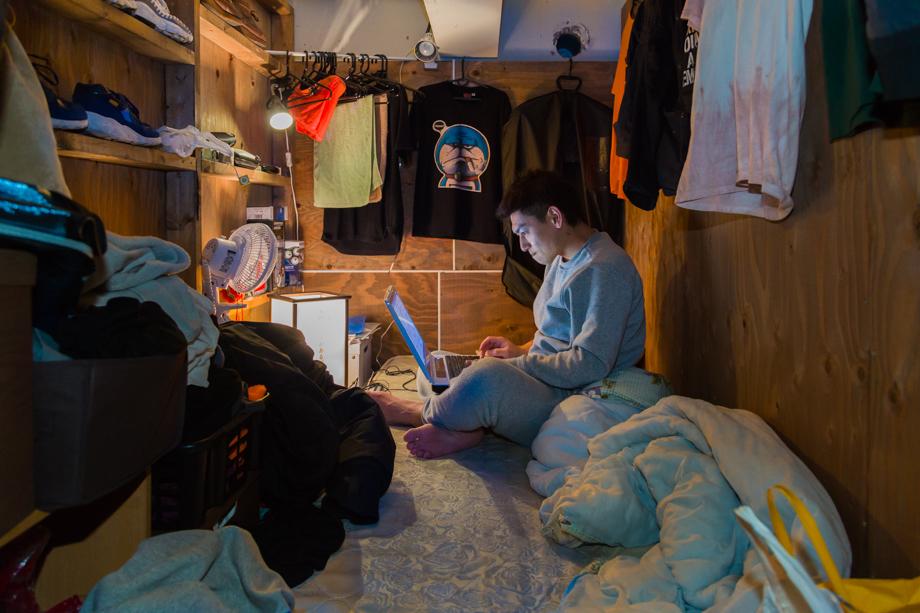 vivere-in-spazio-piccolo-camera-abitazione-casa-fotografia-won-kim-05