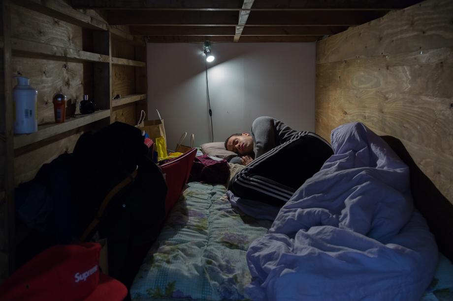 vivere-in-spazio-piccolo-camera-abitazione-casa-fotografia-won-kim-08