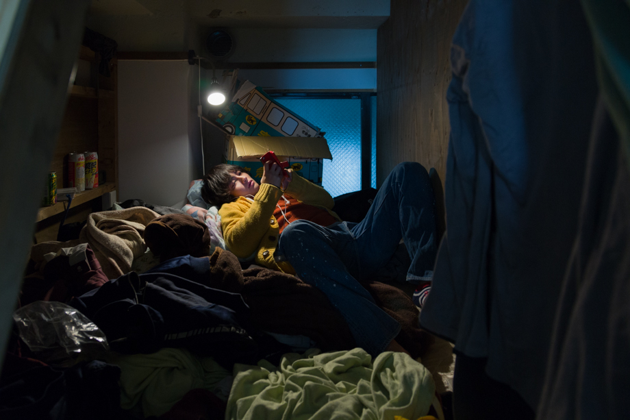 vivere-in-spazio-piccolo-camera-abitazione-casa-fotografia-won-kim-09