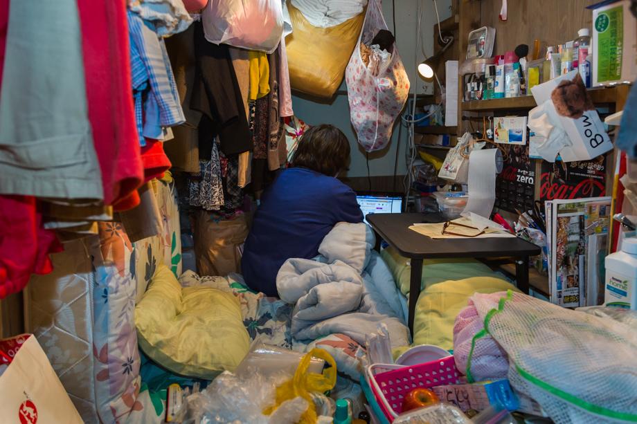 vivere-in-spazio-piccolo-camera-abitazione-casa-fotografia-won-kim-10