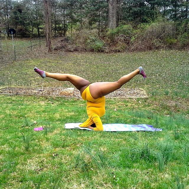 yoga-yogi-obesità-peso-corporeo-jessamyn-stanley-03