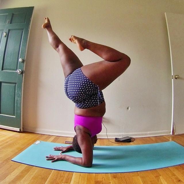 yoga-yogi-obesità-peso-corporeo-jessamyn-stanley-09