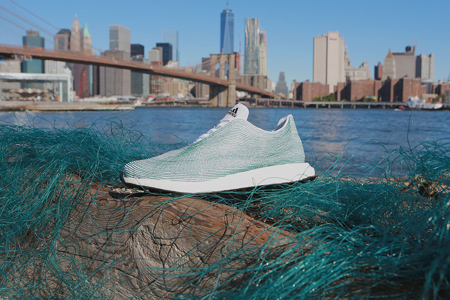 adidas-sneakers-materiali-riciclati-ecosostenibile-rifiuti-oceano-1
