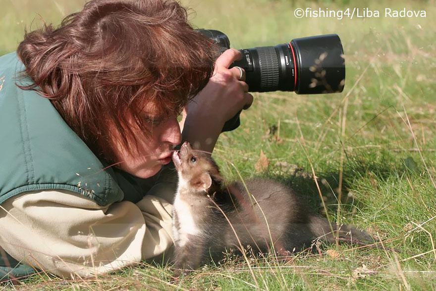 animali-con-macchina-fotografica-aiutano-fotografi-32