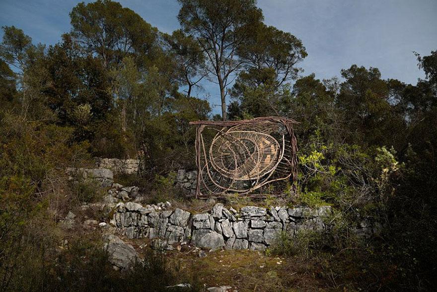 arte-sculture-organiche-foresta-boschi-natura-spencer-byles-03