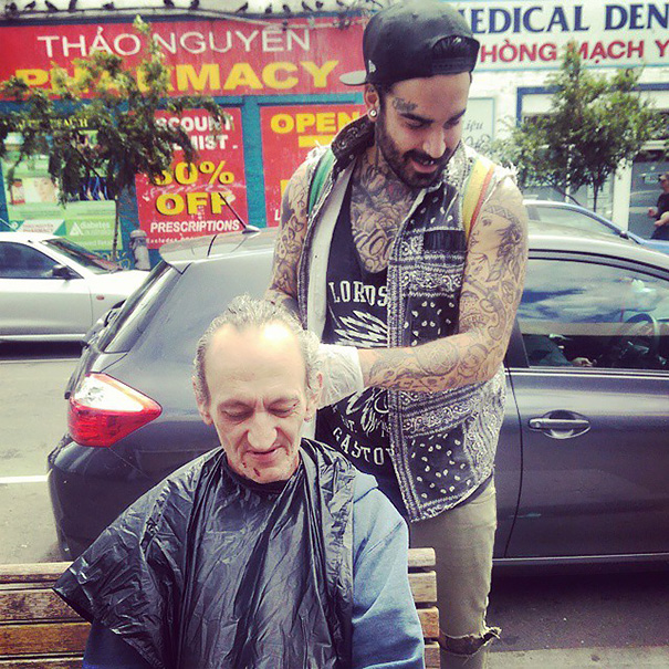 barbiere-senzatetto-barba-capelli-gratis-tossicodipendenza-nasir-sobhani-13