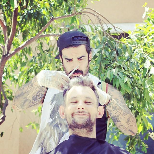 barbiere-senzatetto-barba-capelli-gratis-tossicodipendenza-nasir-sobhani-14