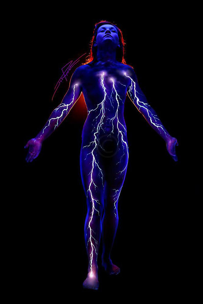 body-art-painting-luminosi-luce-nera-lampada-wood-john-poppleton-02