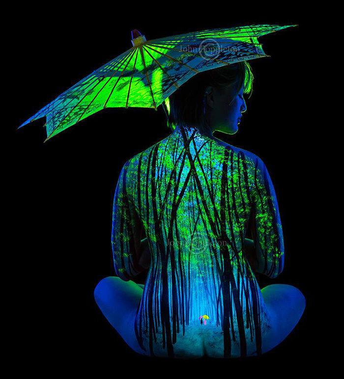body-art-painting-luminosi-luce-nera-lampada-wood-john-poppleton-12