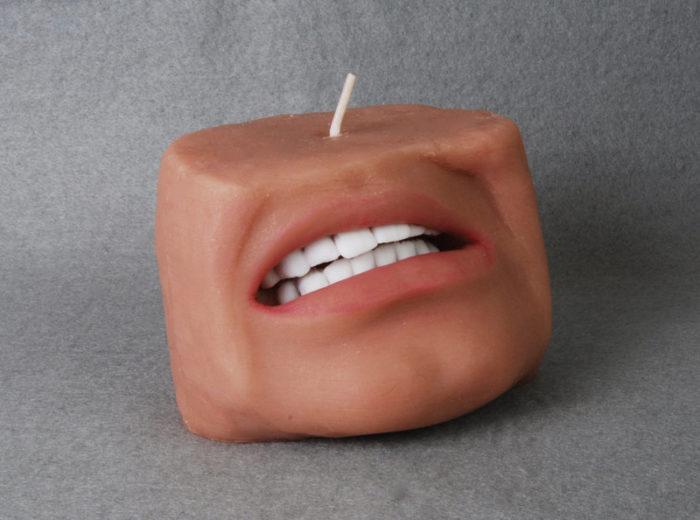 candele-profumate-raccapriccianti-bocca-orecchie-5