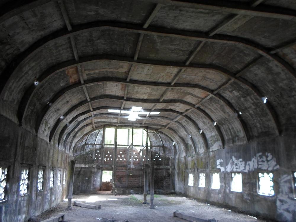 chiesa-tempio-a-forma-di-gallina-pollo-indonesia-gereja-ayam-2