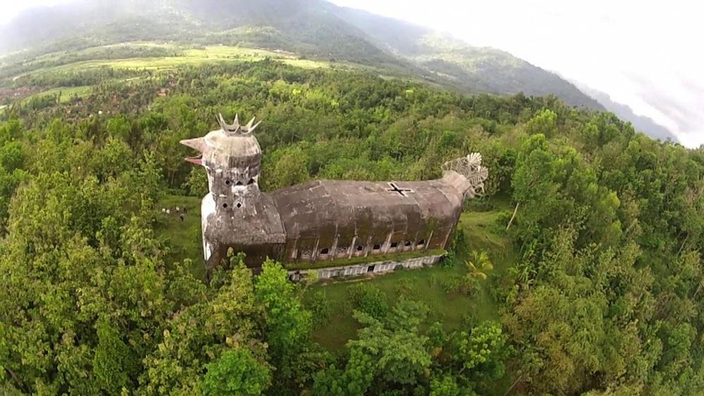 chiesa-tempio-a-forma-di-gallina-pollo-indonesia-gereja-ayam-7