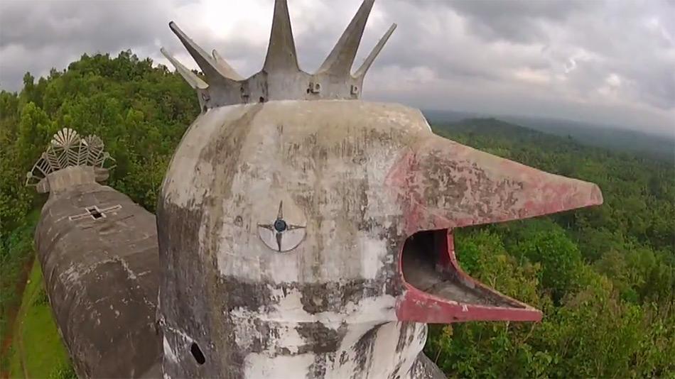 chiesa-tempio-a-forma-di-gallina-pollo-indonesia-gereja-ayam-8