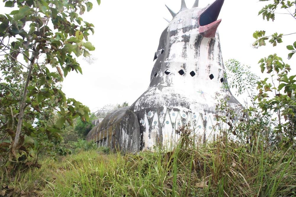 chiesa-tempio-a-forma-di-gallina-pollo-indonesia-gereja-ayam-9