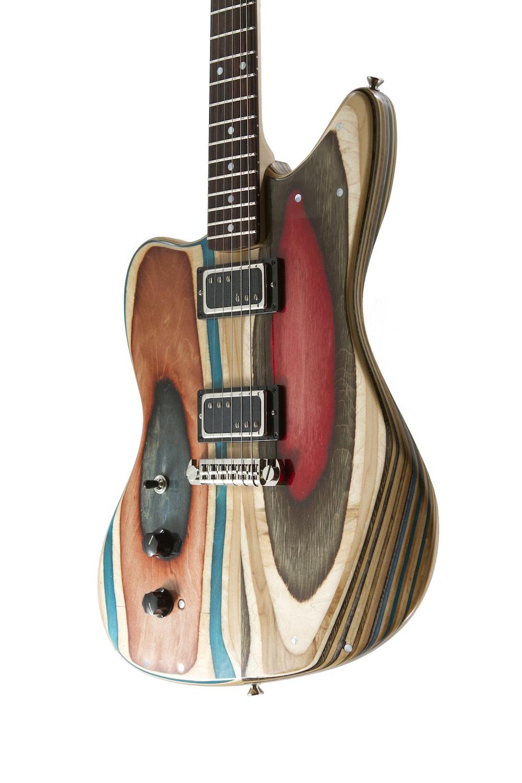 chitarre-bassi-costruiti-con-skateboard-riciclati-2