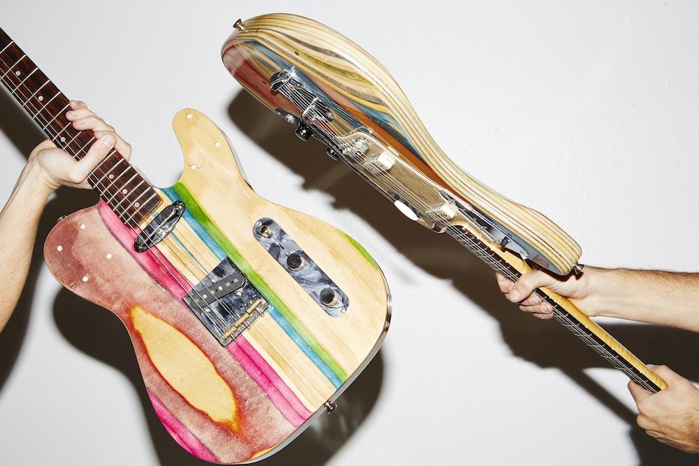 chitarre-bassi-costruiti-con-skateboard-riciclati-3