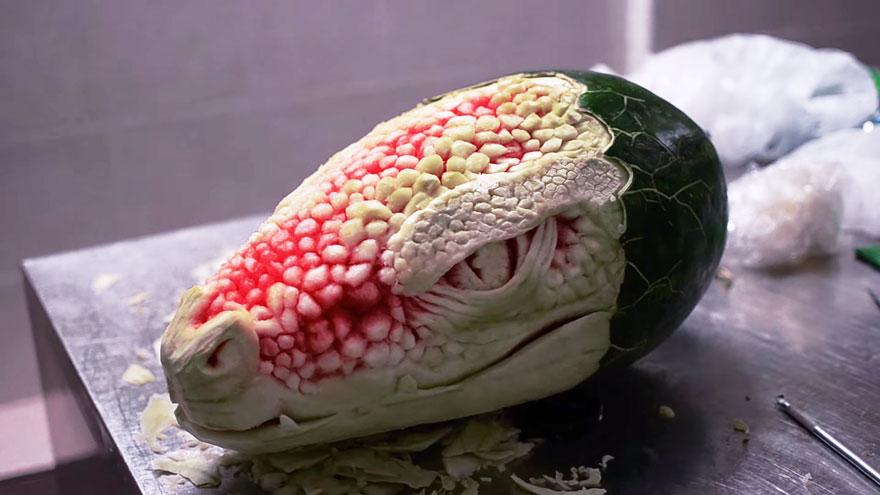 drago-cocomero-anguria-sculture-verdura-frutta-intagliare-valeriano-fatica-3