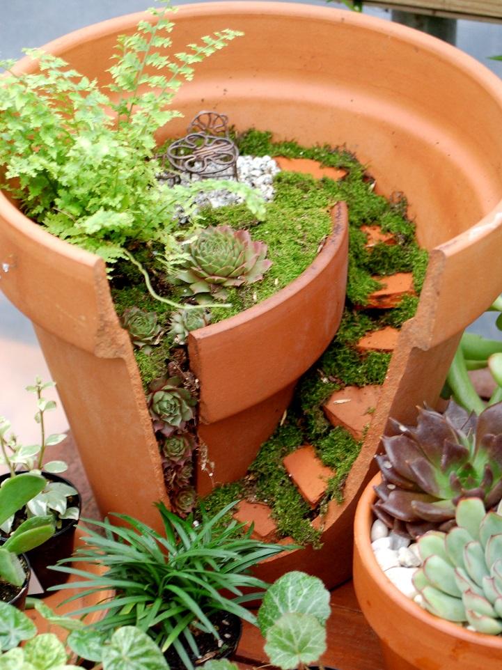 fai-da-te-vasi-rotti-riciclati-trasformati-giardini-fatati-03