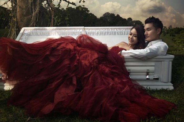 fidanzati-posano-foto-nozze-funerale-1