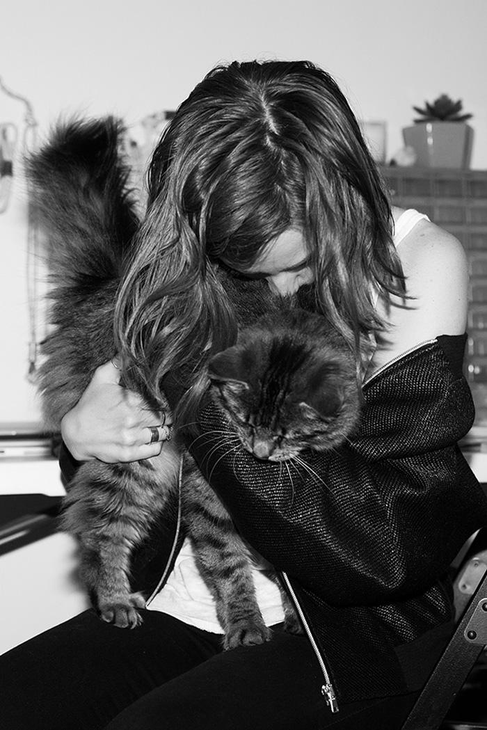 foto-di-ragazze-con-gatti-brianne-willis-06