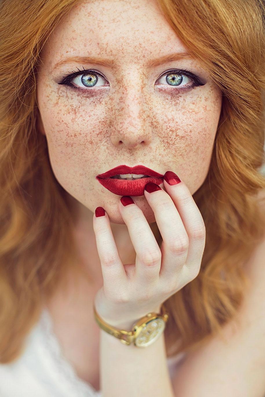 foto-ragazze-capelli-rossi-lentiggini-fiori-maja-topcagic-03