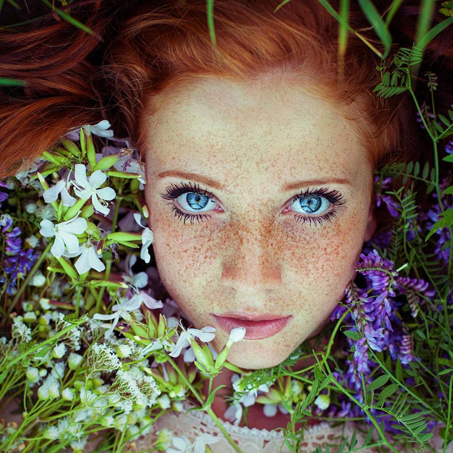 foto-ragazze-capelli-rossi-lentiggini-fiori-maja-topcagic-04