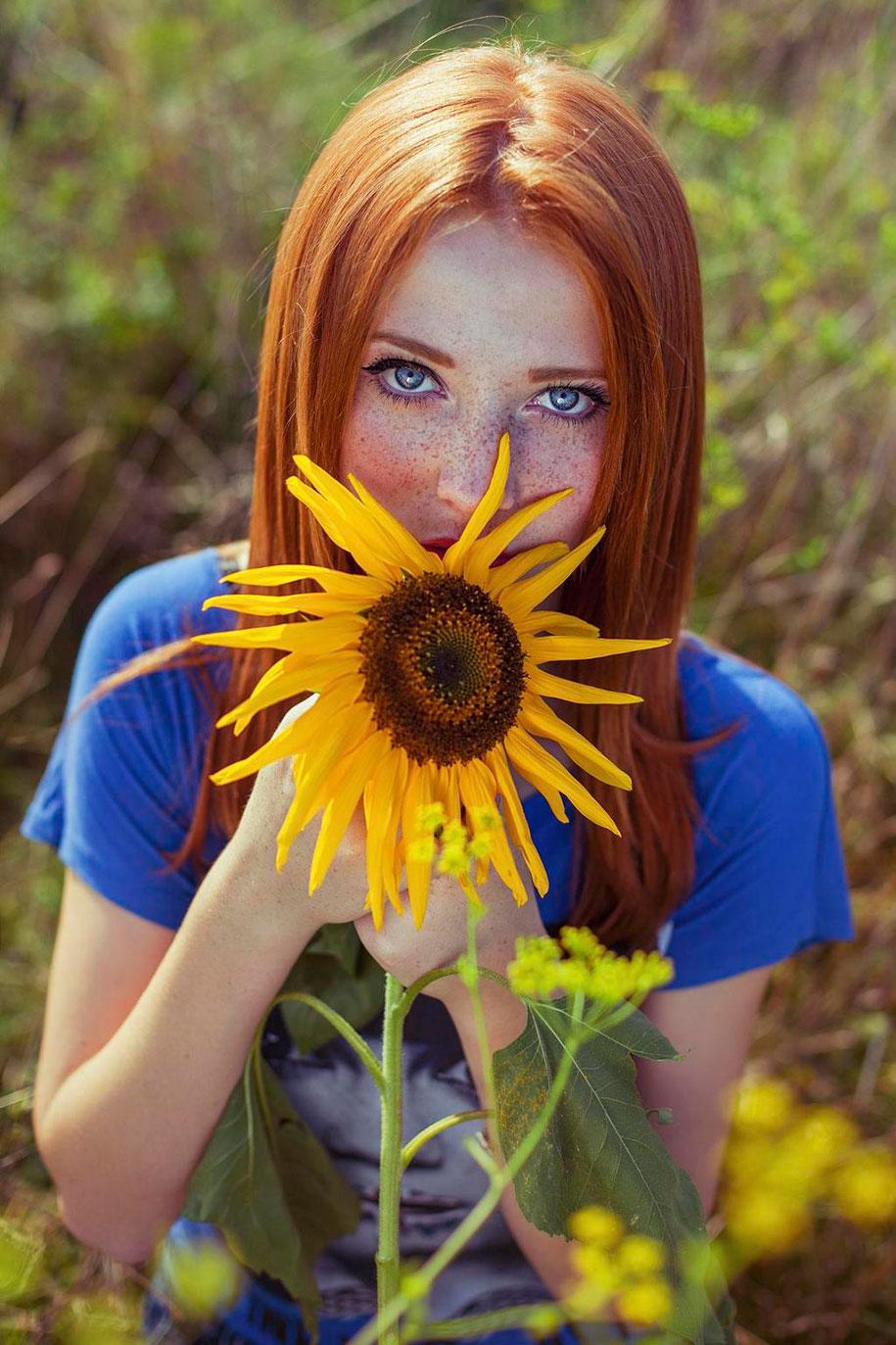 foto-ragazze-capelli-rossi-lentiggini-fiori-maja-topcagic-08