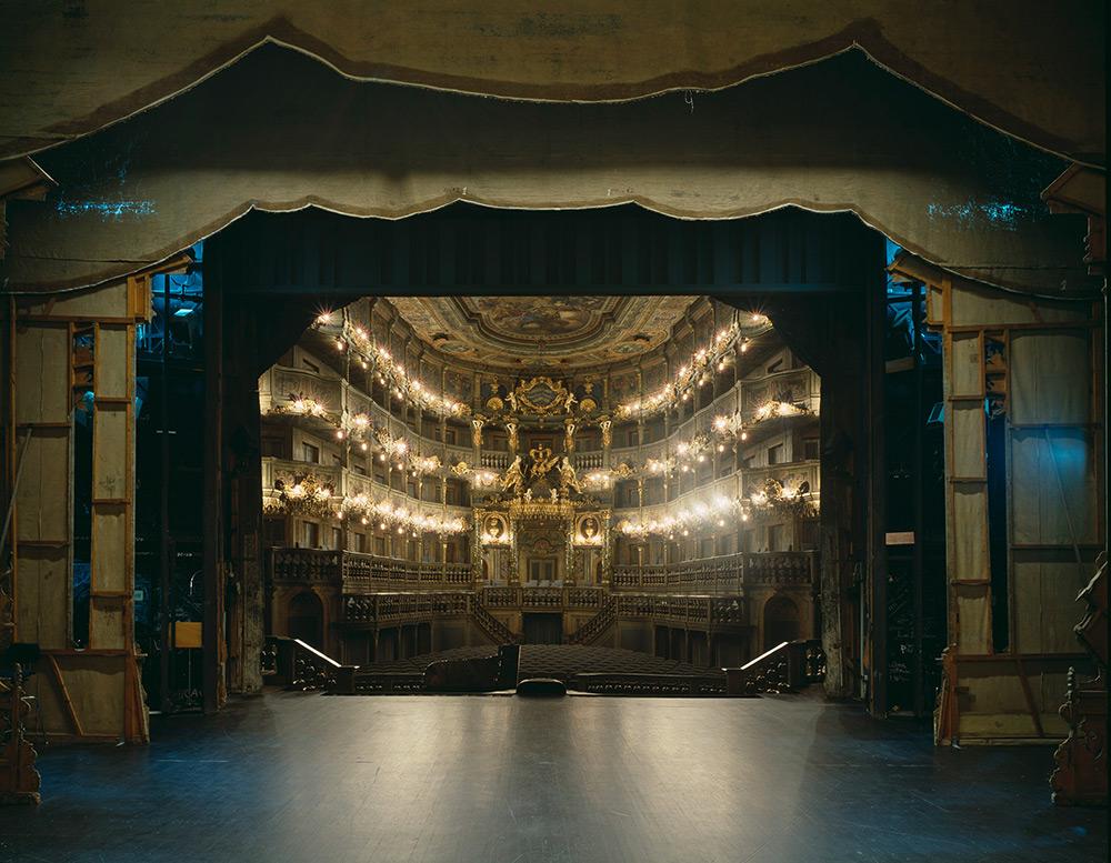 fotografia-palcoscenico-teatri-opera-auditorium-europa-the-fourth-wall-klaus-frahm-2