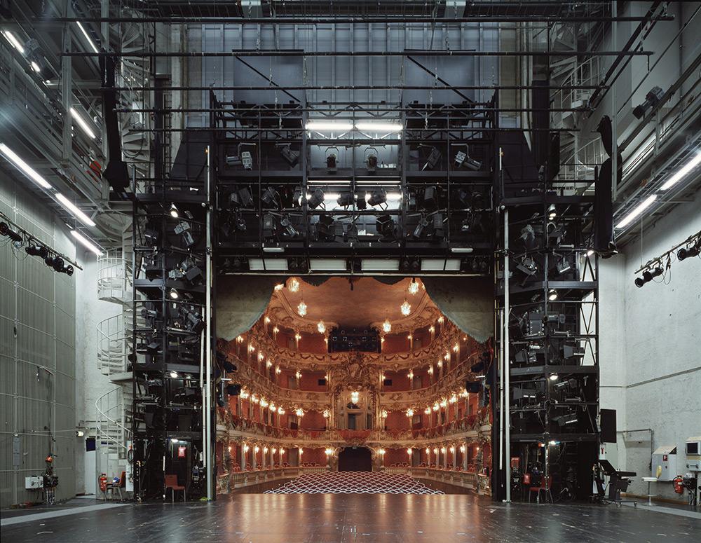 fotografia-palcoscenico-teatri-opera-auditorium-europa-the-fourth-wall-klaus-frahm-3