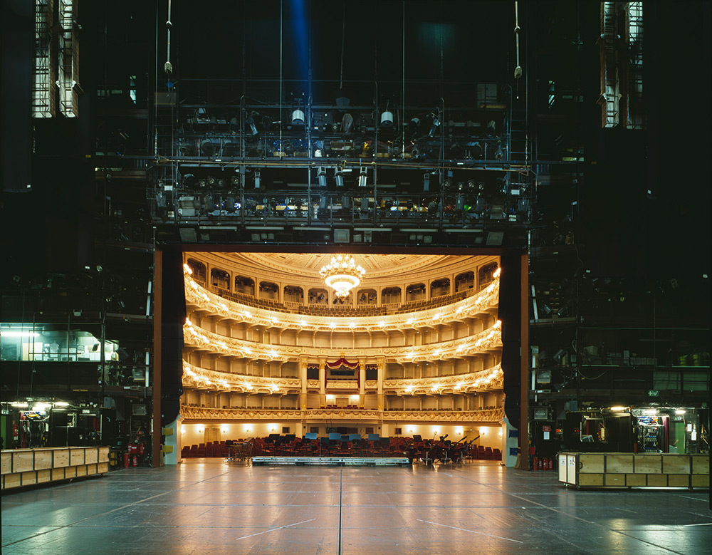 fotografia-palcoscenico-teatri-opera-auditorium-europa-the-fourth-wall-klaus-frahm-4