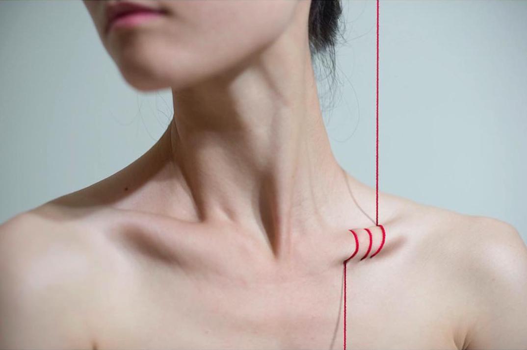 fotografia-surreale-corpo-femminile-temi-sociali-yung-lin-cheng-13