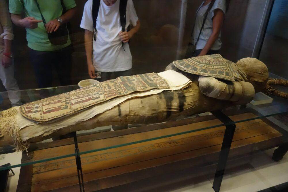 fotografie-mummia-sofisticato-intreccio-bende-testa-5