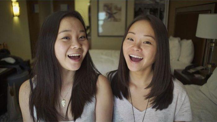 gemelle-identiche-adottate-separate-dalla-nascita-si-ritrovano-dopo-25-anni-samantha-futerman-13