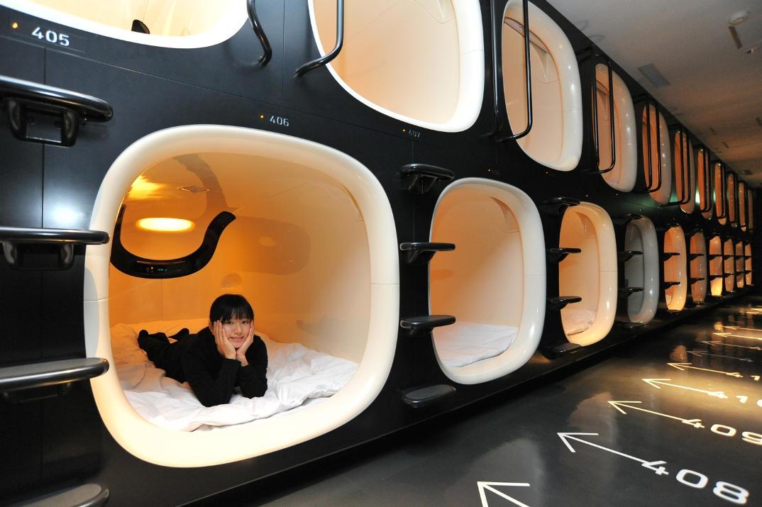 hotel-piu-bizzarri-al-mondo-alberghi-strani-9-hours-capsule-hotel-07